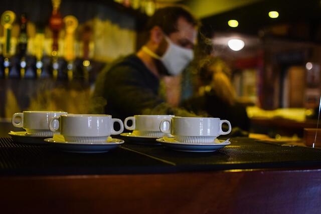 Francia: Destapan red ilegal de restaurantes de lujo abiertos en pandemia
