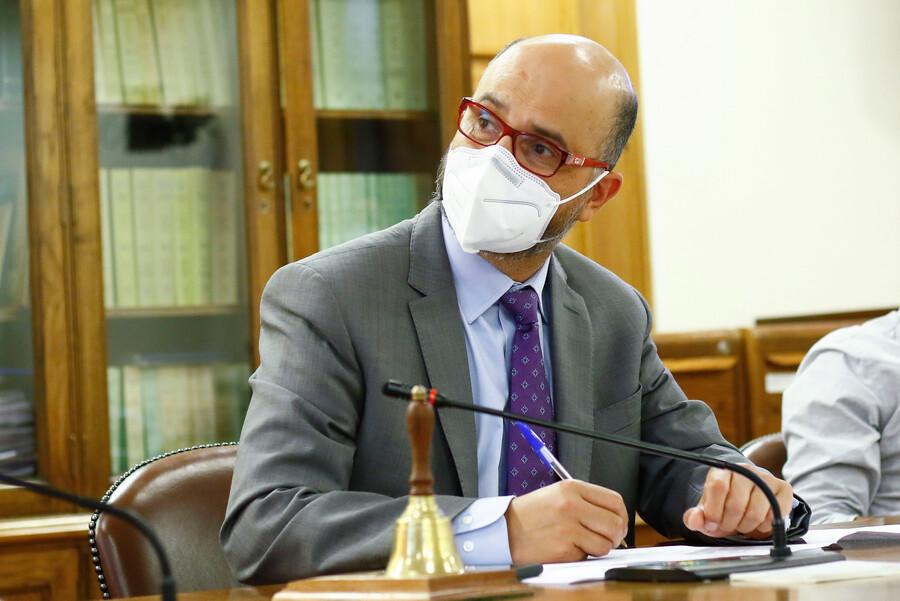 Tercer retiro del 10% e impuesto a los súper ricos: Diputado Ilabaca le pone fecha al despacho a Sala de los proyectos