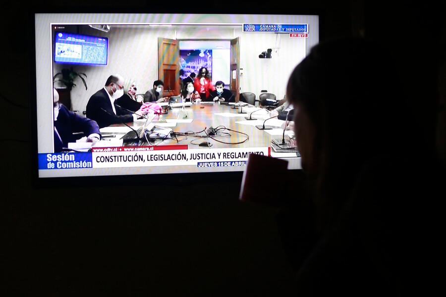 Senado chileno vota tercer retiro de fondo de pensiones