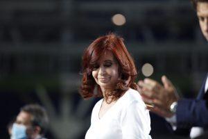 "Justicia argentina sobresee a Cristina Fernández en la causa ""dólar futuro"""