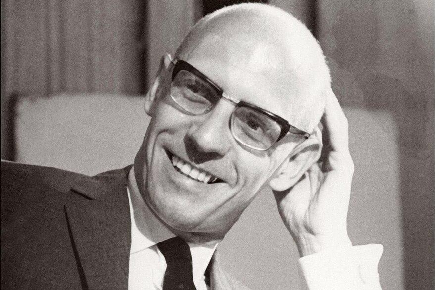 VOCES   Foucault: Un Dios androcéntrico y patriarcal