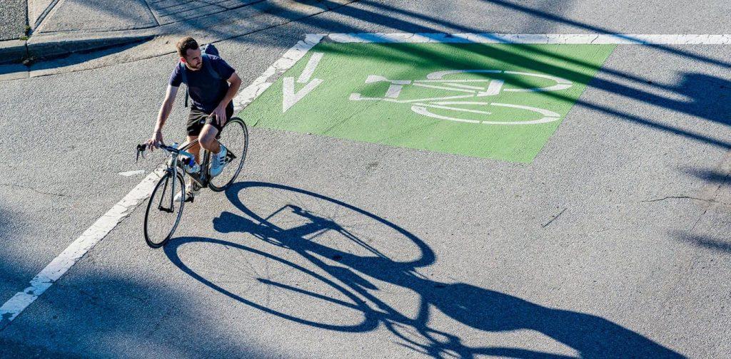 La bicicleta es diez veces más importante que el auto eléctrico para reducir emisiones en las ciudades