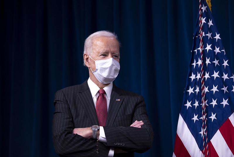 De estadios a iglesias: Joe Biden cambia de plan para vacunar a los escépticos contra el COVID-19