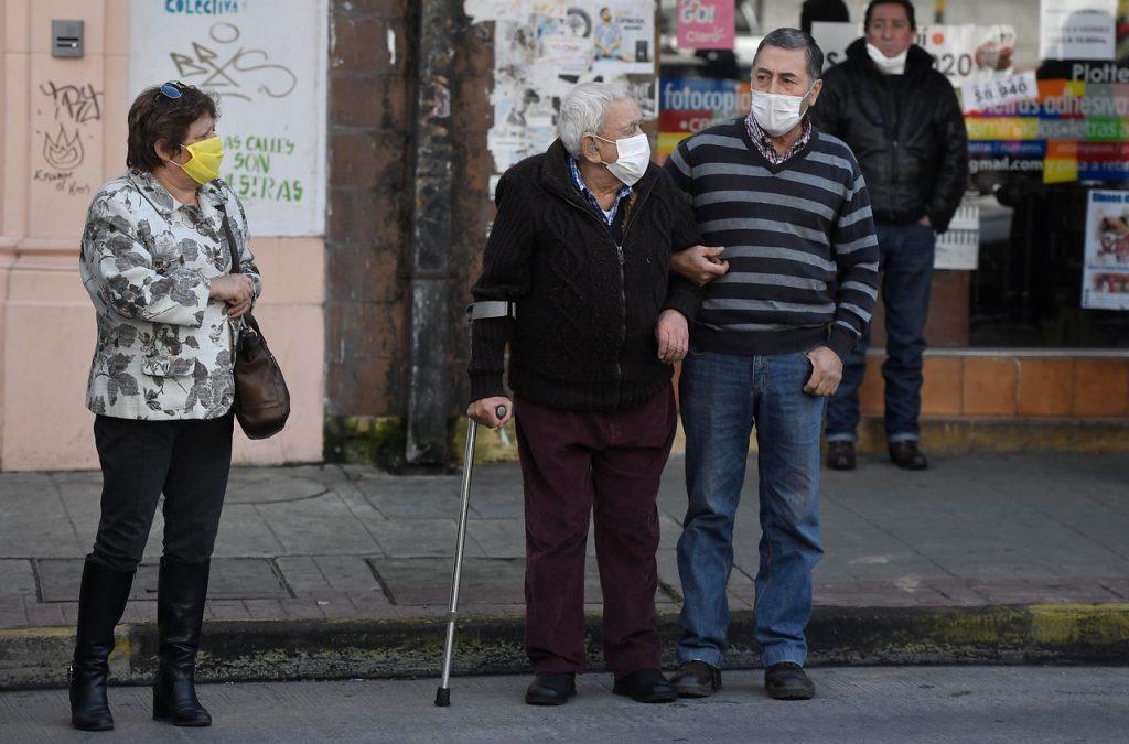 Encuesta revela que chilenosquieren seguro universal de salud y profundas reformas al sistema de pensiones