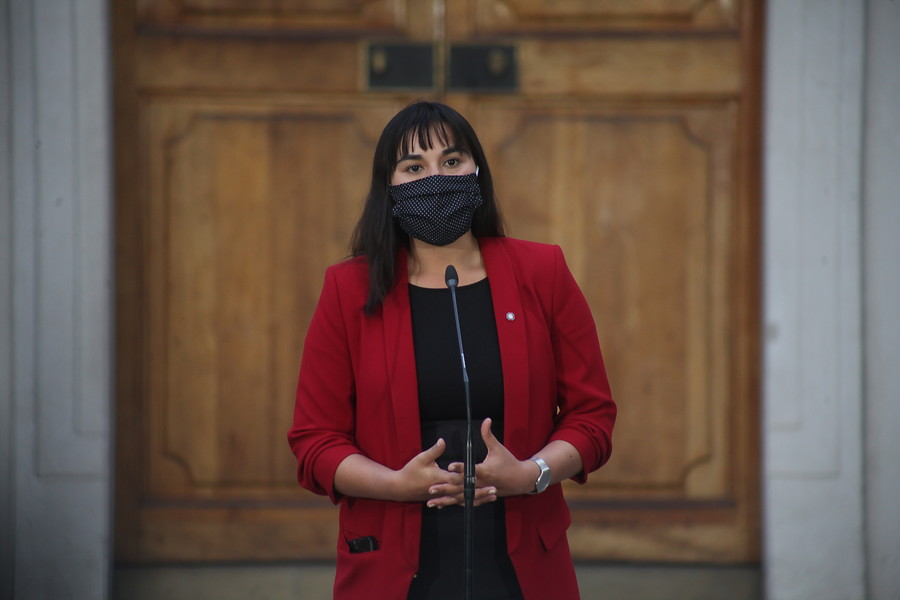 """Tribunal de Ética del Colmed admite denuncia contra Izkia Siches por dichos en los que llamó """"infelices"""" al gobierno"""