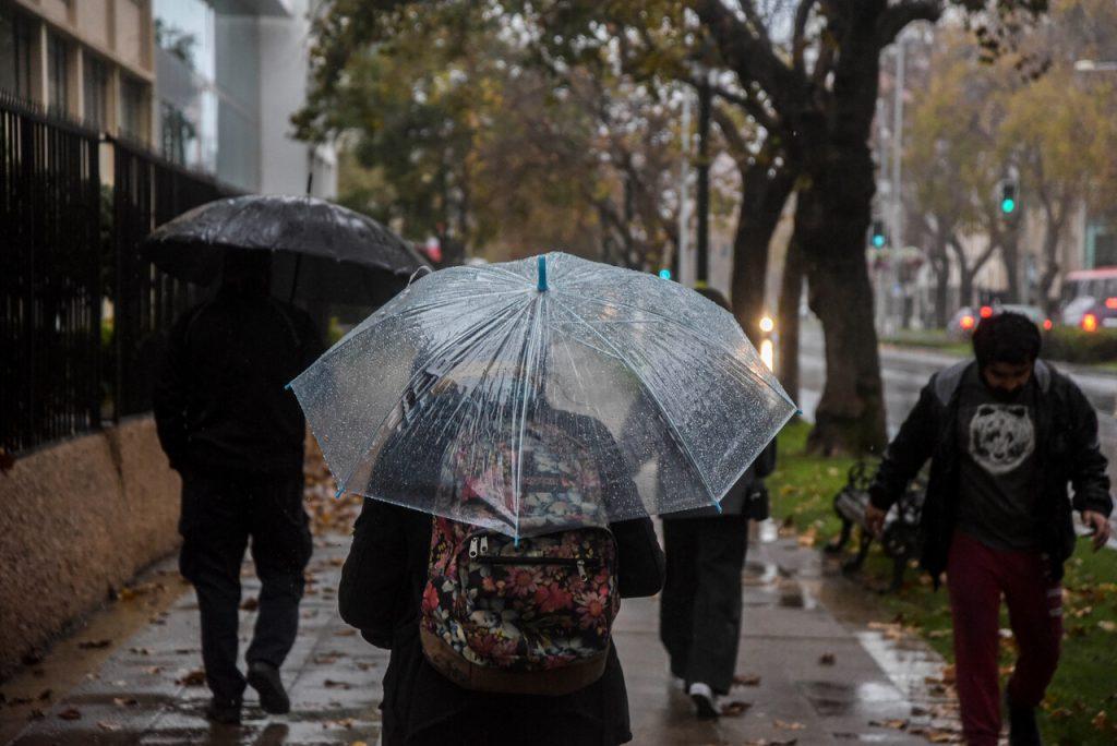 MeteoChile pronostica lluvias para Santiago durante esta semana y heladas para la próxima