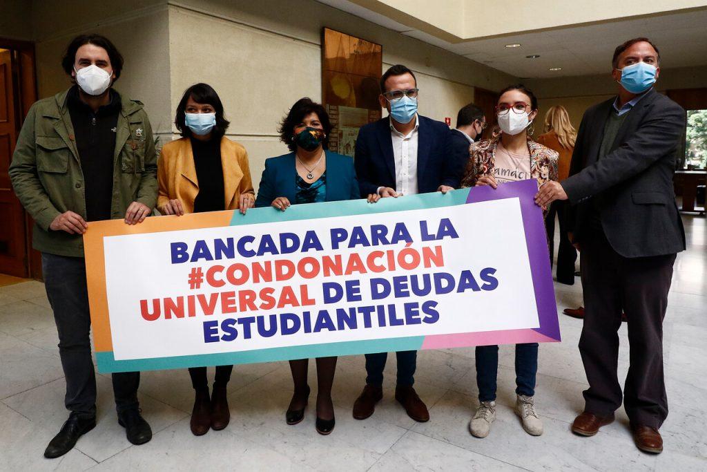 Presentan proyecto de reforma constitucional para condonar las deudas estudiantiles