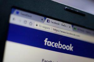 Las millonarias inversiones de las campañas: RN, UDI y DC lideran en publicidad pagada en Facebook