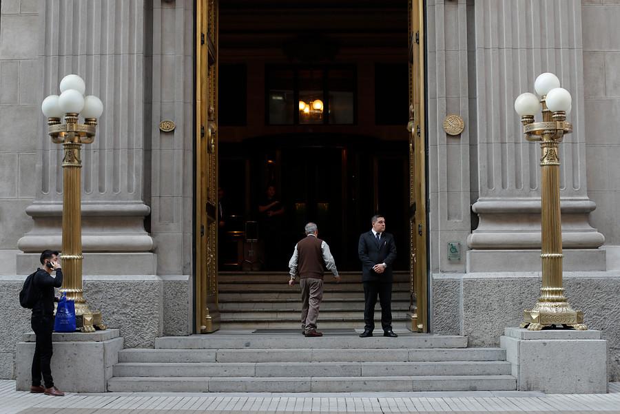 Banco Central: Retiros de fondos de AFP y transferencias estatales lleva niveles de morosidad a mínimos históricos