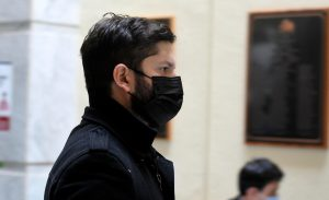 "Bloomberg sobre Boric: ""Joven candidato busca enterrar el 'milagro' neoliberal en Chile"""