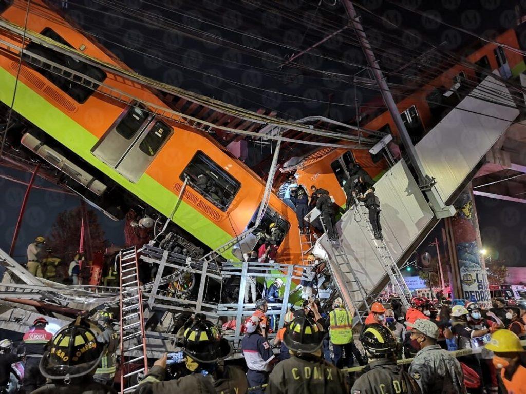 VIDEO| Metro de Ciudad de México colapsa, caen vagones desde el puente y se  reportan