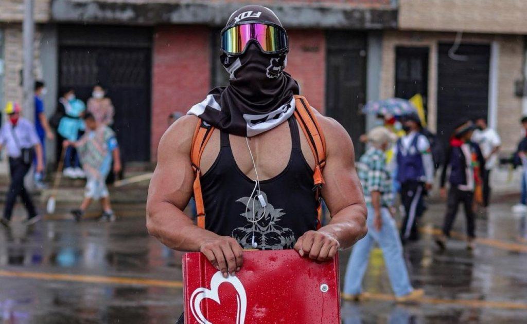 Nuevas víctimas en masivas protestas un mes después del estallido social — Colombia