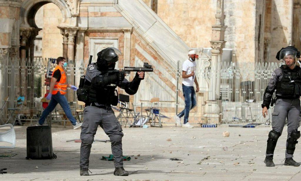 Continúa la violencia en Jerusalén en la jornada de mayor tensión en años