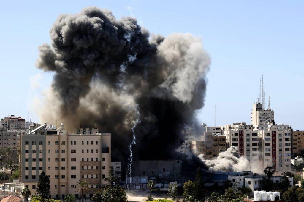 VIDEO| Israel bombardea otra torre en Gaza, sede de agencias internacionales de prensa