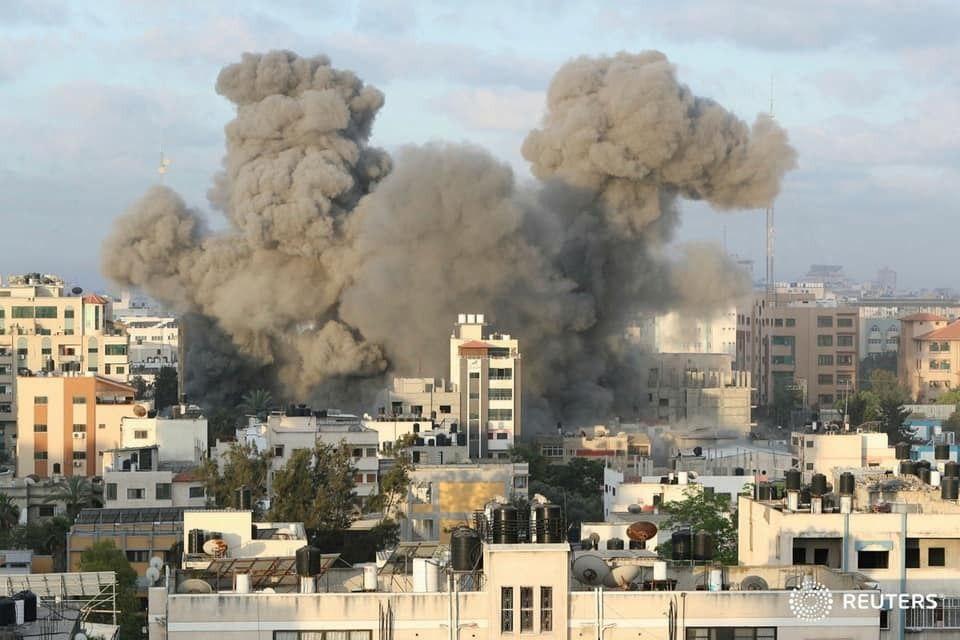 Bombardeos de Israel a Gaza aumentan a 210 los fallecidos civiles, entre ellos bastantes menores de edad