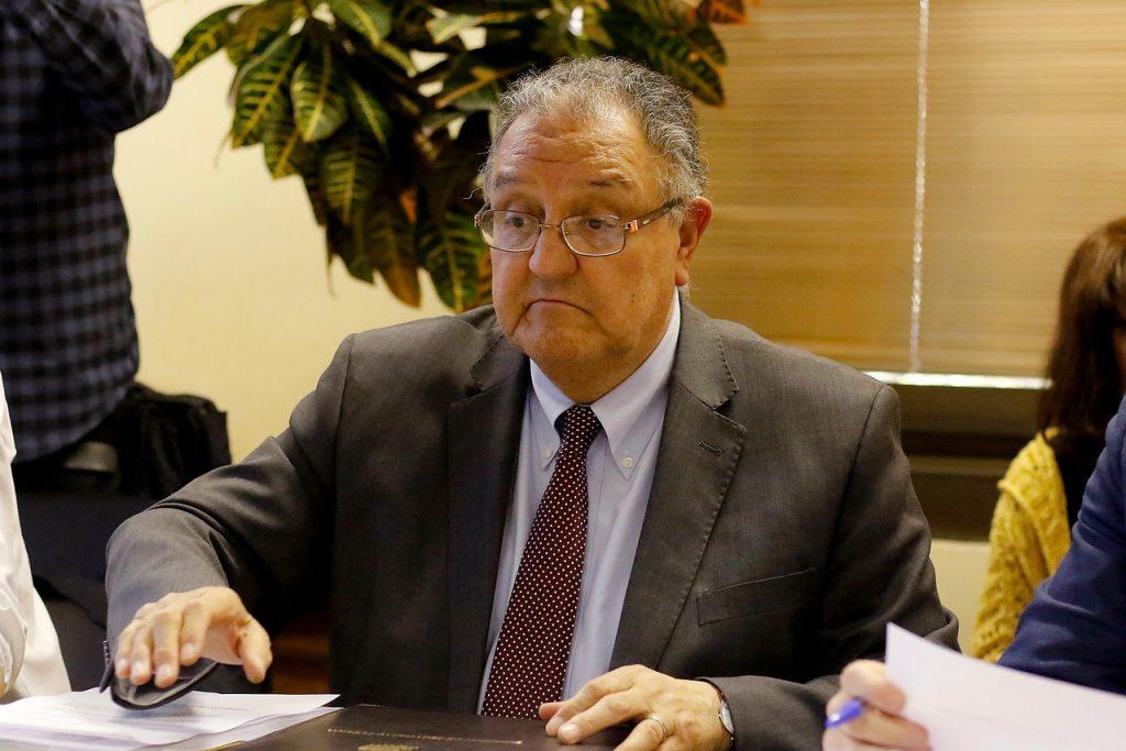 Senador Huenchumilla golpea la mesa y le pide a Fuad Chain que renuncie a la presidencia de la DC