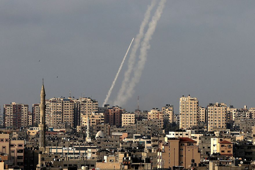 Reportan que al menos tres cohetes fueron lanzados desde Líbano hacia Israel, aumentando la tensión