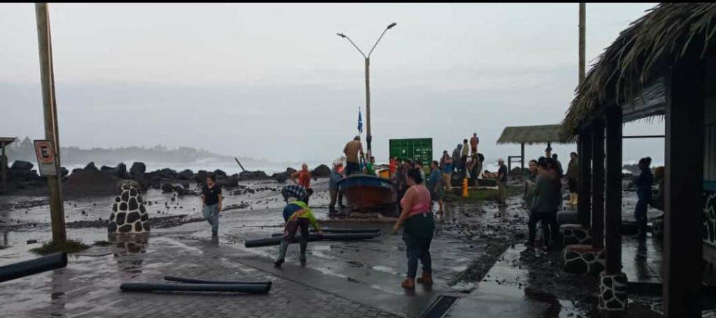 VIDEO  Rapa Nui es afectada por fenómeno de marejadas y Onemi declara Alerta Temprana Preventiva