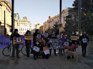 Justicia para Susana Sanhueza: Agrupaciones protestan frente a la Corte Suprema y acusan impunidad en crimen de lesboodio