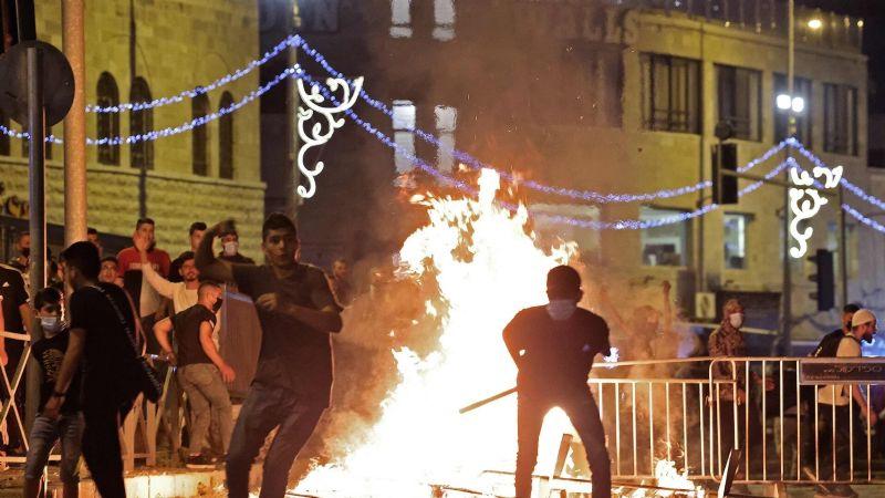 Jerusalén: Continúan los enfrentamientos entre palestinos e israelíes