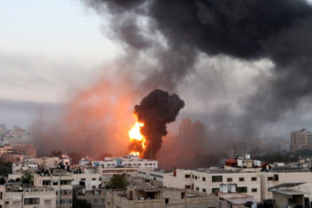 """""""Estamos al borde de una cuarta guerra a gran escala"""": Analistas ven con preocupación el conflicto palestino-israelí"""