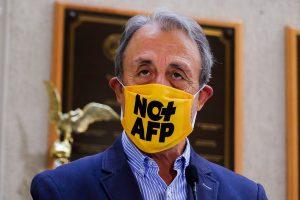 Luis Mesina acusa populismo de Jorge Alessandri (UDI) tras su propuesta del retiro del 100% de las AFP