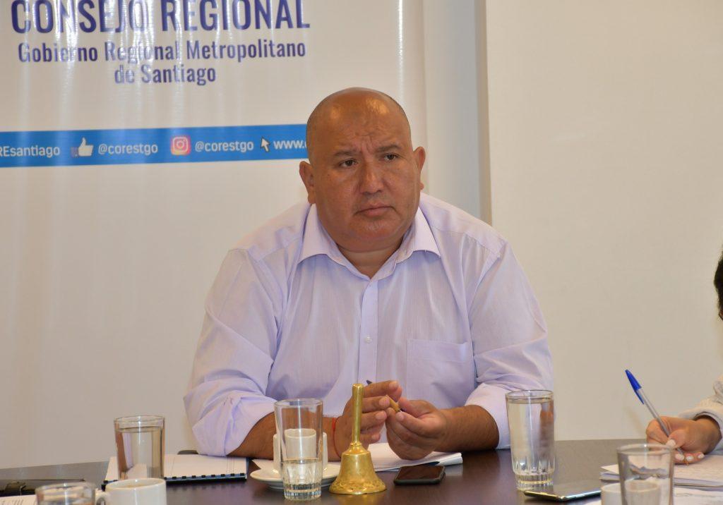 Core de la UDI, Carlos Norambuena, renuncia tras denuncia de acoso sexual: Ex candidata a concejala acusa que la llevó a un motel sin su consentimiento