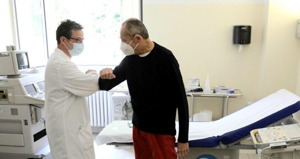 Italia trasplanta dos corazones de donantes COVID-19 con éxito y sin contagio