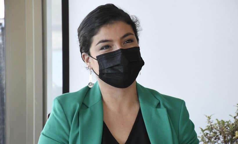 Alcaldesa de Villa Alemana es cuestionada tras contratar a su pareja en el municipio: «Tiene un bagaje de sobra»
