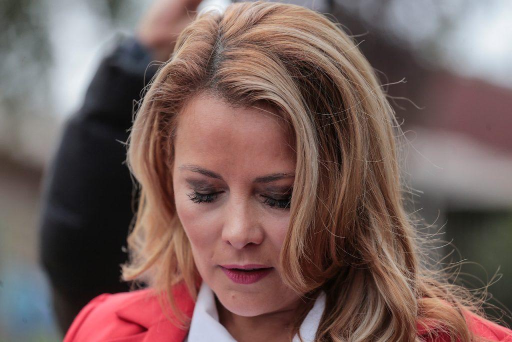 Nueva denuncia contra Cathy Barriga: Adjudicó millonaria compra de tablets a empresa que confecciona ropa