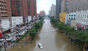 En medio de devastadoras lluvias, una madre fallece en China tras salvar a su bebé en un deslizamiento de tierra