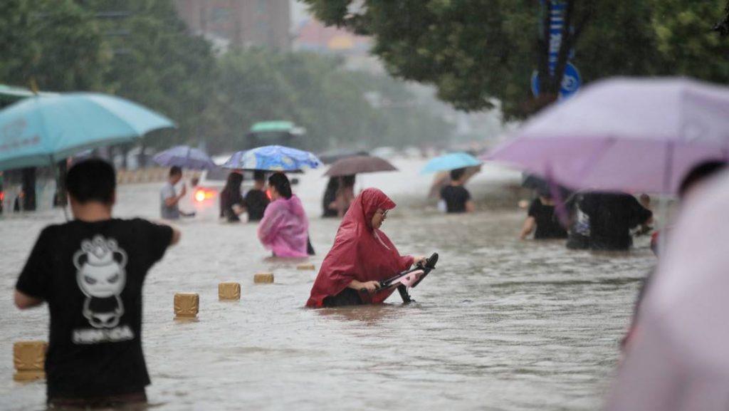 Fuertes lluvias en la provincia china de Henan dejan 33 fallecidos, 8 desaparecidos y 376 mil evacuados