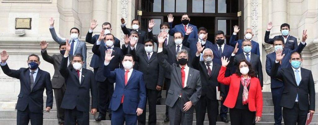 El presidente saliente de Perú se despide con un llamado contra la pandemia