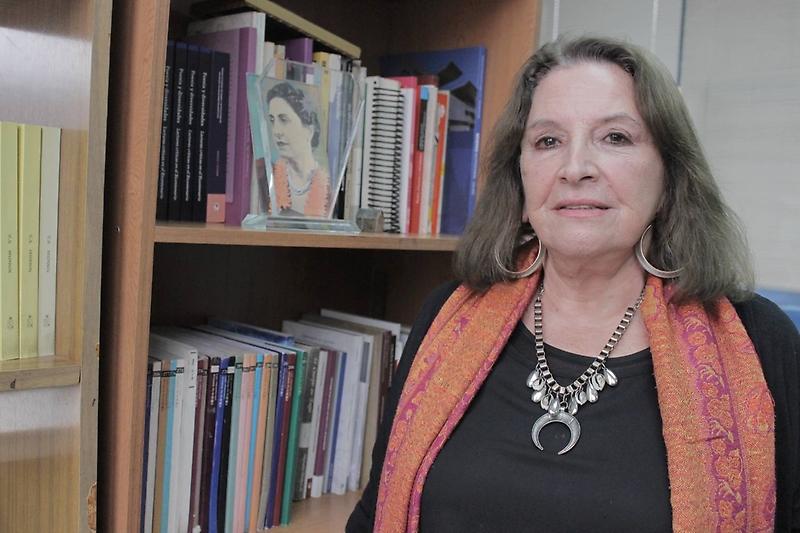 Académica feminista Kemy Oyarzún se adjudica condecoración al mérito Amanda Labarca