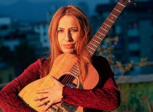"VIDEO  Jeannette Pualuan regresa con esperanzador single ""Mi puente"""