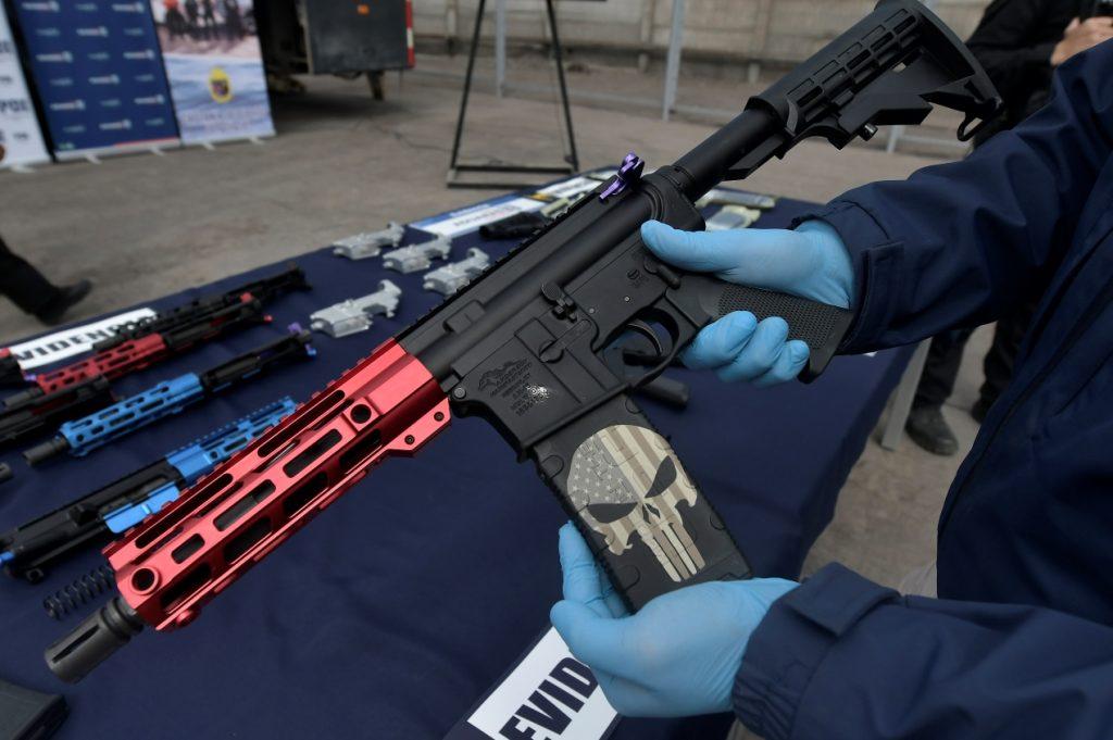 Incautan 30 fusiles al interior de un contenedor en el puerto de Iquique