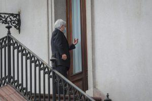 VIDEO  El curioso chascarro del Presidente Piñera: Lo dejaron afuera de su oficina en La Moneda