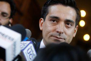 Caso SQM: Fiscalía decide no perseverar contra Rodrigo Peñailillo, familiares del senador Jorge Pizarro y otros 31 imputados