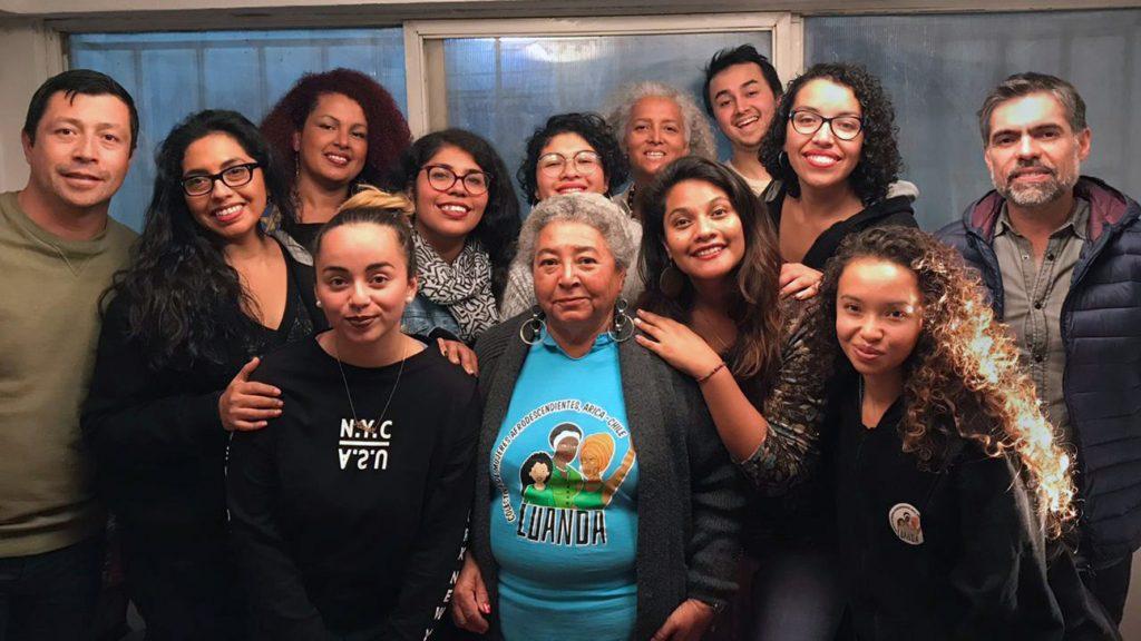 """Las negras caminan por enfrente"": Racismo que viven afrodescendientes chilenos queda al descubierto en serie de documentales sonoros"