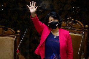 """Yasna, la política y el """"lipograma"""""""