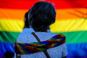 Movilh denuncia ataque lesbofóbico a punta de golpes e insultos en céntrico hotel