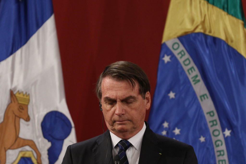 Bolsonaro es criticado tras revelar que su esposa se vacunó contra el COVID-19 en EE.UU.