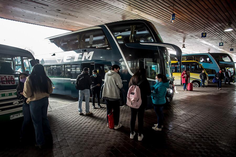 Seremi confirma que pasajero de bus Santiago-Curicó tiene Delta: Siguen ubicando contactos