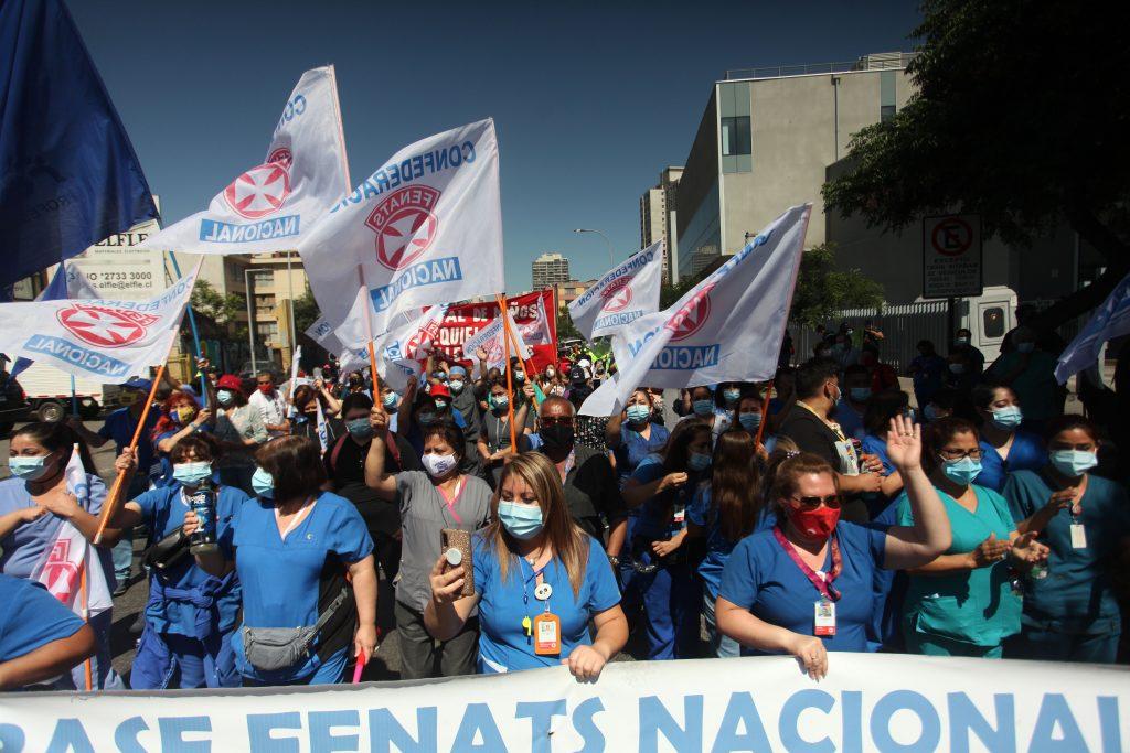 Trabajadores de la Salud deciden salir a manifestarse a las calles ante ola de despidos