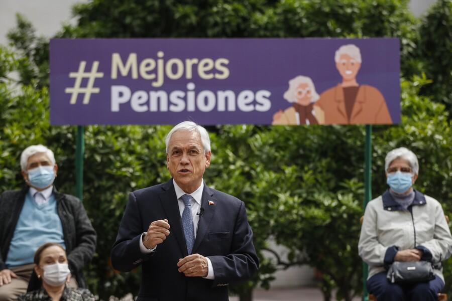 Con discusión inmediata: Piñera firma proyecto de reforma de pensiones