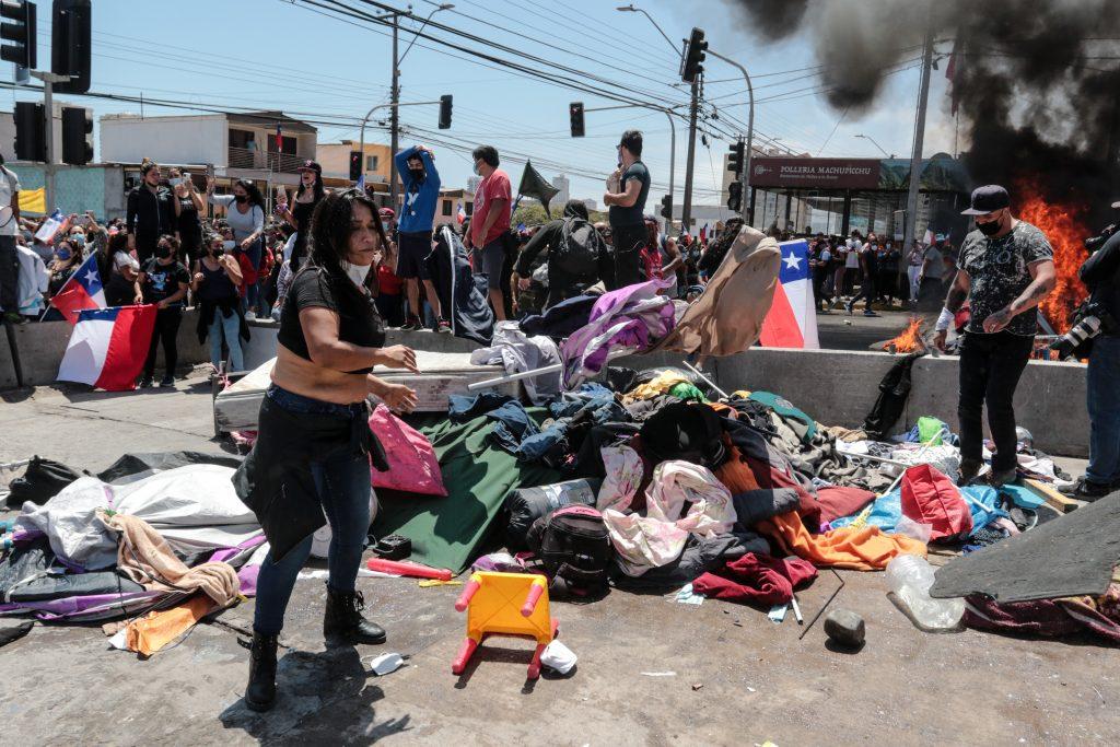 """Piden protección a migrantes en Iquique: """"Nos preocupa lo que pueda ocurrir en la noche"""""""