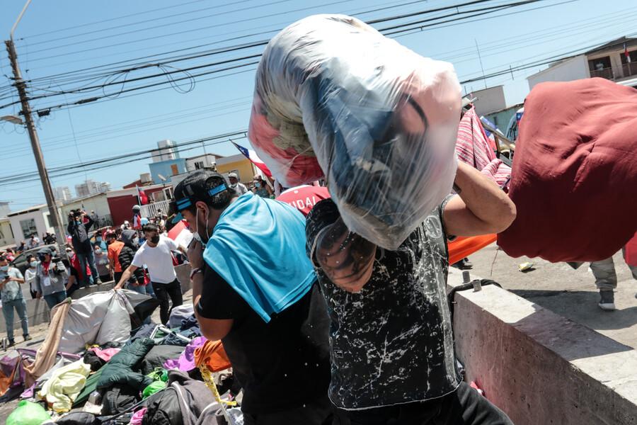 Fiscalía instruye a la PDI para investigar quema de pertenencias de migrantes en Iquique