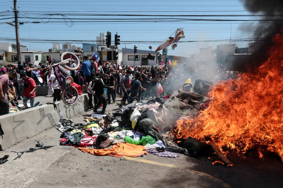 """Relator de la ONU califica de """"inadmisible humillación"""" el ataque a migrantes en Iquique"""