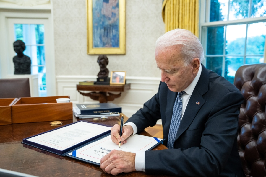 Biden asume responsabilidad por maltrato a migrantes y advierte que habrá consecuencias
