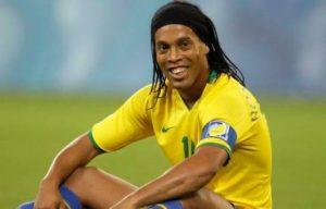 Atención hinchas: Ronaldinho, Valderrama, Totti y más estrellas vendrían a jugar en Chile